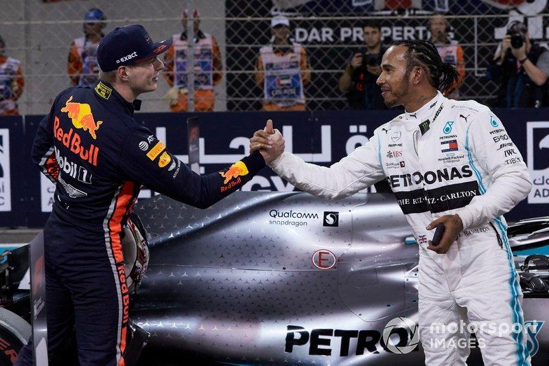 Max Verstappen, Red Bull Racing, si congratula con Lewis Hamilton, Mercedes AMG F1, per aver preso la pole