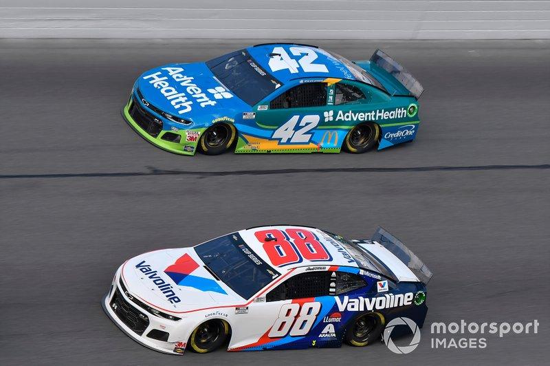 Alex Bowman, Hendrick Motorsports, Chevrolet Camaro Valvoline, Kyle Larson, Chip Ganassi Racing, Chevrolet Camaro AdventHealth