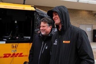 Гонщик Andretti Autosport Honda Райан Хантер-Рей и Майкл Андретти