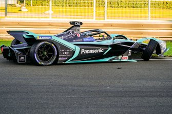 James Calado, Jaguar Racing, Jaguar I-Type 4, with damage to his front end