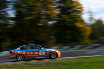 #1 BMW 325i: Philipp Leisen, Danny Brink, Christopher Rink