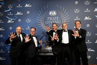 Chase Carey con los promotores del GP de México de F1