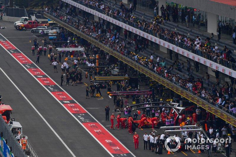 Pit lane atmosphere