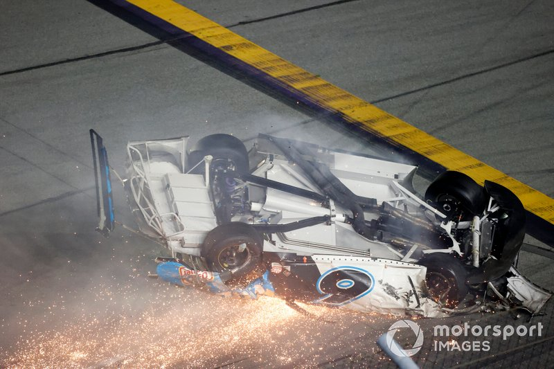 El accidente de Ryan Newman, Roush Fenway Racing, Ford Mustang Koch Industries en la última vuelta