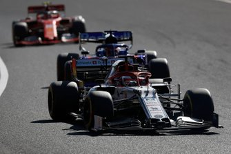 Kimi Raikkonen, Alfa Romeo Racing C38, leads Daniil Kvyat, Toro Rosso STR14