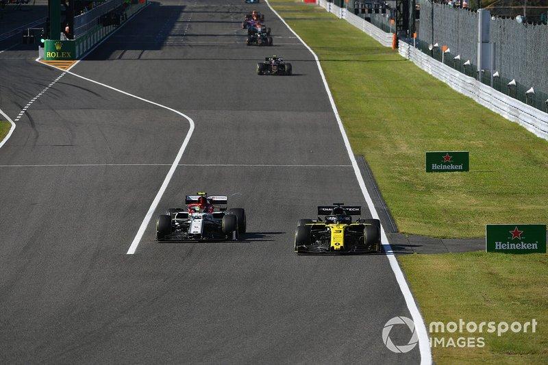Daniel Ricciardo, Renault F1 Team R.S.19, y Antonio Giovinazzi, Alfa Romeo Racing C38