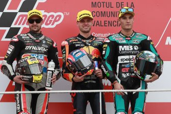 Podium: winnaar Brad Binder, KTM Ajo, tweede Thomas Luthi, Intact GP, derde Jorge Navarro, Speed Up Racing