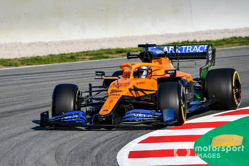 Carlos Sainz au volant de la McLaren MCL35
