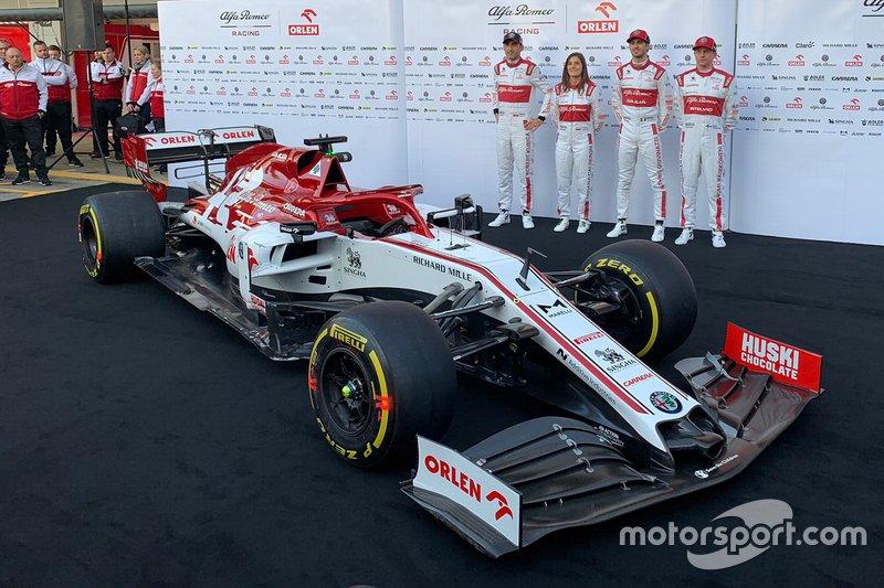 Tatiana Calderón presentada junto a Robert Kubica, Antonio Giovinazzi, Kimi Raikkonen, como piloto de pruebas y embajadora de Alfa Romeo Racing Orlen en 2020.