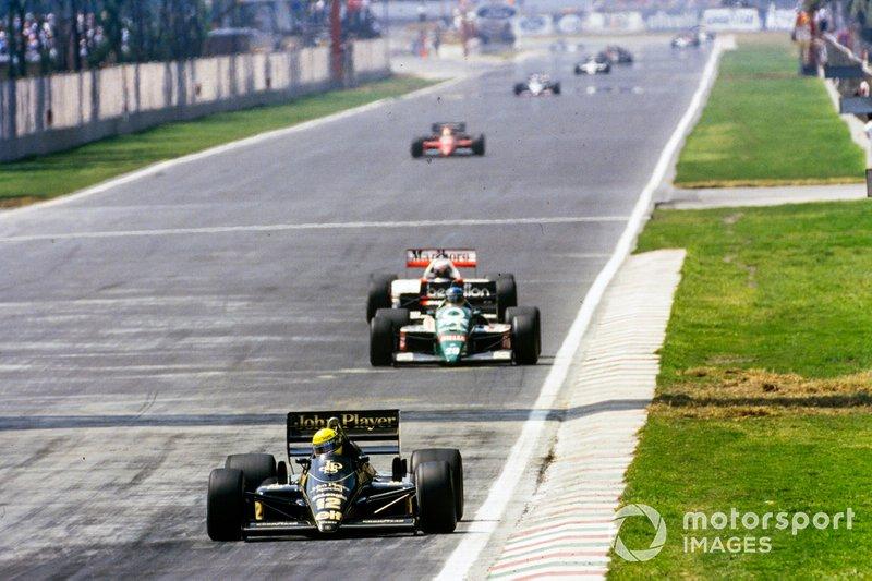 Ayrton Senna, Lotus 98T Renault, Gerhard Berger, Benetton B186 BMW, y Alain Prost, McLaren MP4-2C TAG