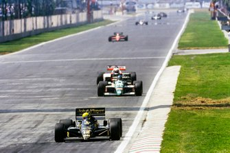 Ayrton Senna, Lotus 98T Renault, leads Gerhard Berger, Benetton B186 BMW, and Alain Prost, McLaren MP4-2C TAG