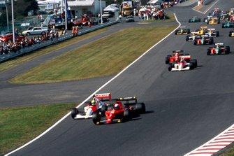 Alain Prost, Ferrari 641, devant Ayrton Senna, McLaren MP4/5B Honda, au départ