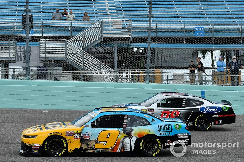 Noah Gragson, JR Motorsports, Chevrolet Camaro PUBG MOBILE and Chase Briscoe, Stewart-Haas Racing, Ford Mustang Ford Performance parked on the track during a rain delay
