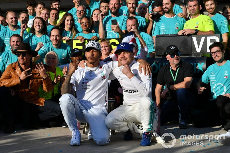 Lewis Hamilton, Mercedes AMG F1, 2nd position, Valtteri Bottas, Mercedes AMG F1, 1st position, and the Mercedes team celebrate
