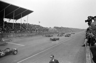 Graham Hill, Lotus 49 Ford, Jack Brabham, Brabham BT19 Repco and Dan Gurney, Eagle T1G Weslake lead the field at the start of the race