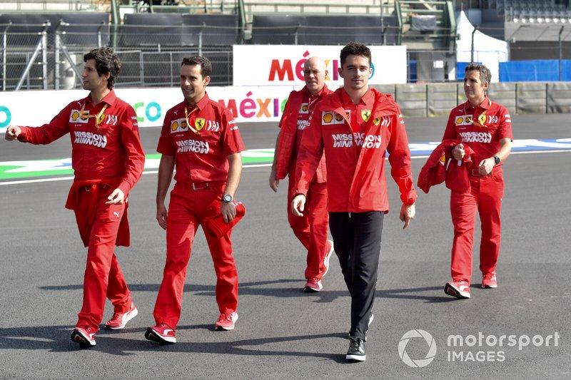 Charles Leclerc, Ferrari, fait une reconnaissance de la piste