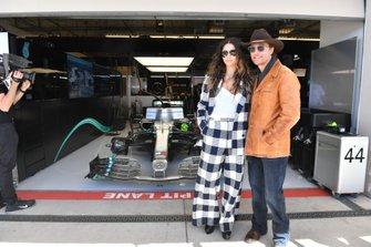 La modelo Camila Alves y su esposo, el actor Matthew McConaughey