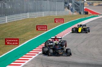 Кевин Магнуссен, Haas F1 Team VF-19, Кими Райкконен, Alfa Romeo Racing C38, и Нико Хюлькенберг, Renault Sport F1 Team R.S.19