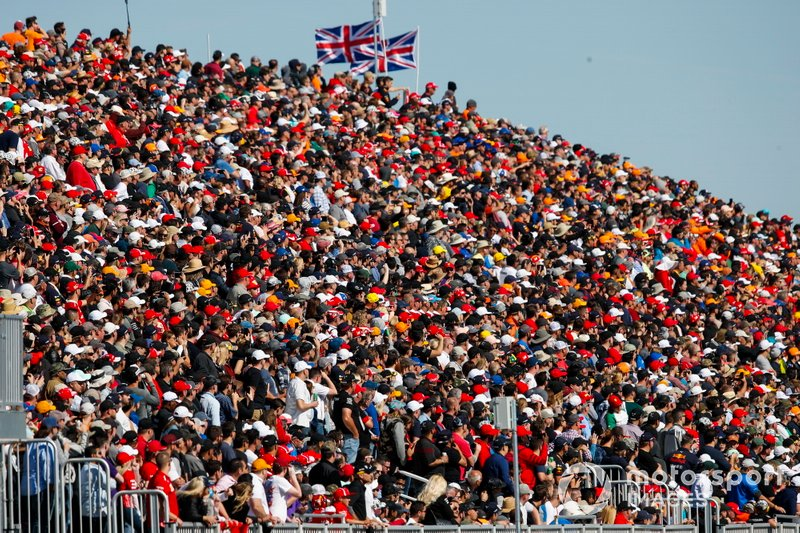 Fans watch the early laps