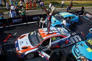Ganador de la carrera Jean-Karl Vernay, Engstler Hyundai N Liqui Moly Racing Team Hyundai Elantra N TCR