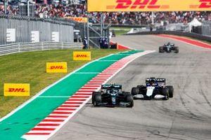 Sebastian Vettel, Aston Martin AMR21, George Russell, Williams FW43B
