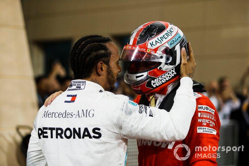 Lewis Hamilton, Mercedes AMG F1 y Charles Leclerc, Ferrari en parc ferme
