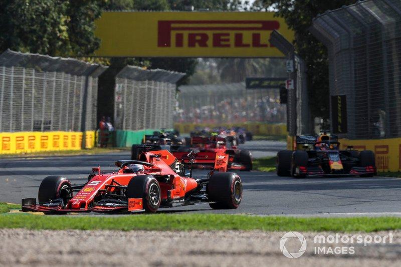 Sebastian Vettel, Ferrari SF90, Max Verstappen, Red Bull Racing RB15 y Charles Leclerc, Ferrari SF90