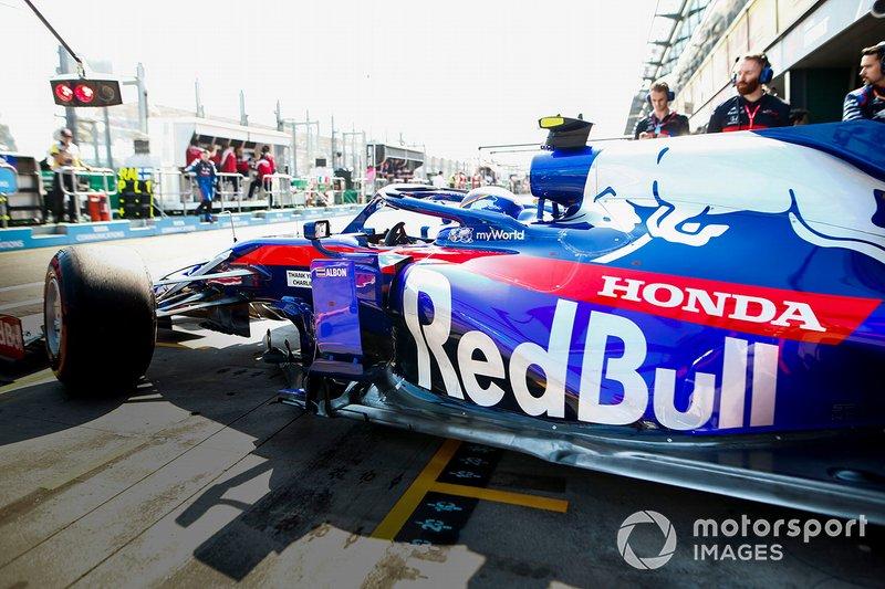 Alexander Albon, Toro Rosso STR14, lors de la parade des pilotes