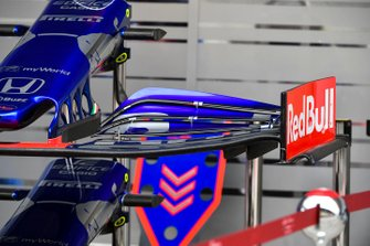 Toro Rosso STR14 front wing detail
