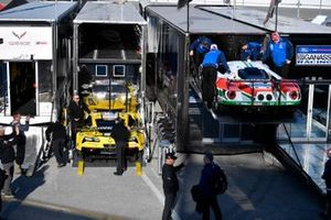 #3 Corvette Racing Corvette C7.R, GTLM: Jan Magnussen, Antonio Garcia, Mike Rockenfeller, #67 Ford Chip Ganassi Racing Ford GT, GTLM: Ryan Briscoe, Richard Westbrook, Scott Dixon