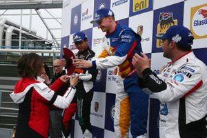 Podio Gara 1: il secondo classificato Jaden Conwright, Dinamic Motorsport; il vincitore della gara Diego Bertonelli, Dinamic Motorsport; il terzo classificato Simone Iaquinta, Ghinzani Arco Motorsport