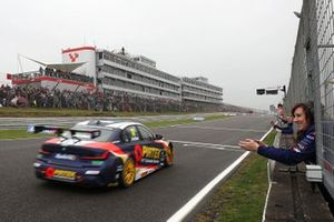 2. Yarış galibi Andrew Jordan, WSR BMW