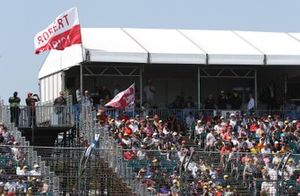 Crowd support for Robert Kubica, Williams Racing
