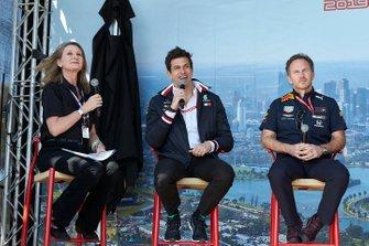 Тото Вольф, руководитель Mercedes AMG, Кристиан Хорнер, руководитель команды Red Bull Racing, на сцене