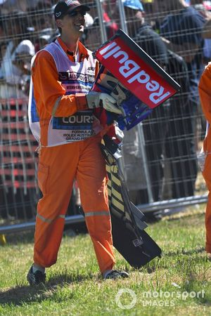 Marshals remove front wing debris from the car of Alexander Albon, Toro Rosso STR14