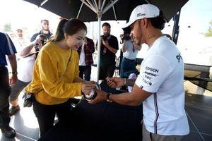 Lewis Hamilton, Mercedes AMG F1 signs autographs for fans