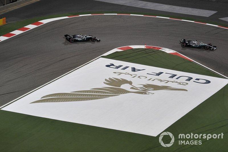 Lewis Hamilton, Mercedes AMG F1 W10, y Valtteri Bottas, Mercedes AMG W10