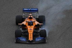 Fernando Alonso, McLaren MCL34, locks up