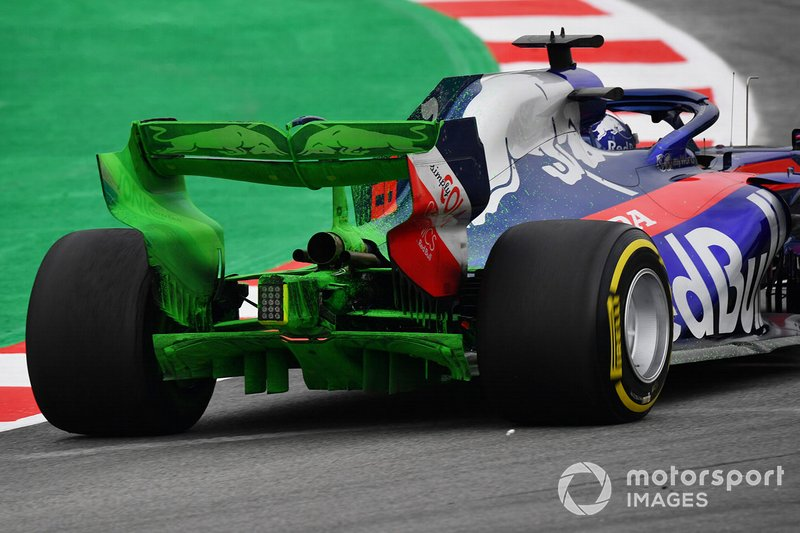 Daniil Kvyat, Scuderia Toro Rosso STR14 with aero paint on rear wing and rear diffuser