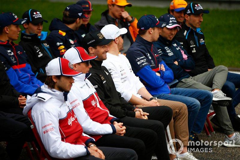 Les pilotes se réunissent pour la photo de la 1000e course de l'Histoire de la F1