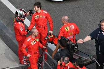 Charles Leclerc, Ferrari, dans le Parc Fermé