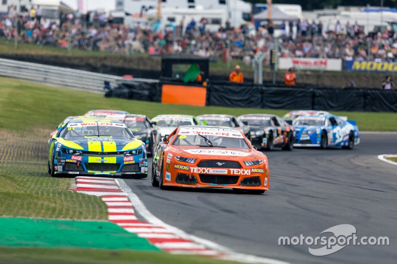 Gianmarco Ercoli, Racers Motorsport, Ford Mustang leads Marc Goossens, BRAXX Racing, Chevrolet Camaro