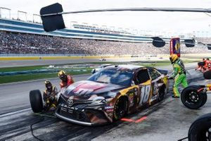 Kyle Busch, Joe Gibbs Racing, Toyota Camry M&M's Chocolate Bar, makes a pit stop