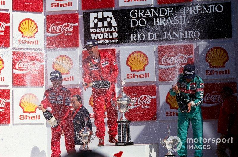 Celebração curiosa: Mansell, como de praxe, aprontou das suas. Logo após receber o troféu o britânico se cortou com o prêmio e saiu do lugar mais alto do pódio correndo para ir atrás de algo para fazer o sangramento parar.