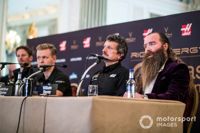 Romain Grosjean, Haas F1 Team, Kevin Magnussen, Haas F1 Team, Guenther Steiner, director de Haas F1 y William Storey, CEO de Rich Energy en conferencia de prensa
