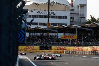 Lucas Di Grassi, Audi Sport ABT Schaeffler, Audi e-tron FE05, makes contact with Pascal Wehrlein, Mahindra Racing, M5 Electro, as he passes him on the line to win the race and take the chequered flag