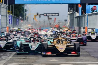 Андре Лоттерер, DS Techeetah Formula E Team, DS E-Tense FE 19, Митч Эванс, Jaguar Racing, Jaguar I-Type 3, и Стоффель Вандорн, HWA Racelab, Venturi VFE05