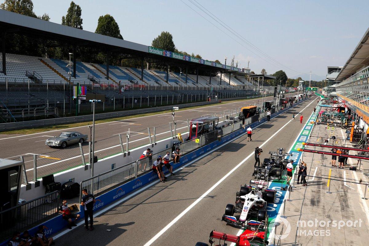 Aspectos del circuito de Monza pit lane