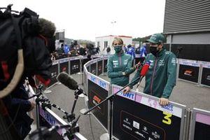 Sebastian Vettel, Aston Martin, met de media