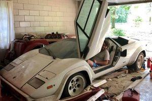 Lamborghini Countach abbandonata
